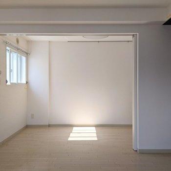【LDK】扉を開くと開放感があります。
