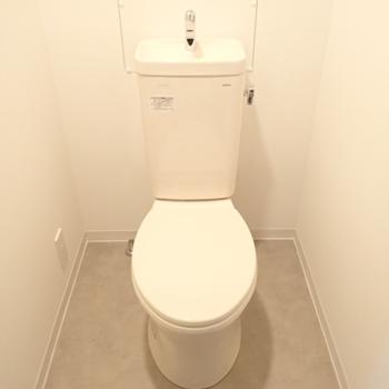 トイレも交換して新しいものが入りました〜!※写真は同間取り別部屋のもの
