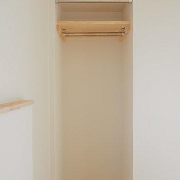 【イメージ】収納はオープンタイプ。カーテンレールはついていますよ。