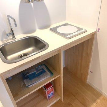 【イメージ】キッチンは造作でナチュラルな雰囲気です。※実際はガスコンロです
