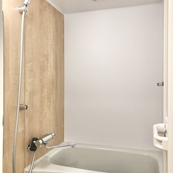 【イメージ】お風呂も新しいものになっています。※写真は反転しています