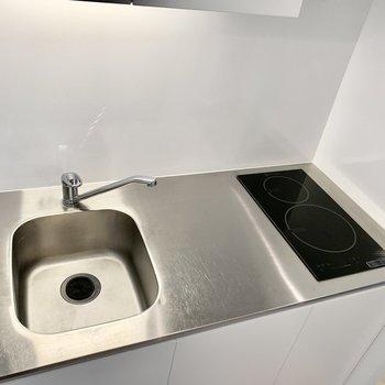 作業スペースがあり、IHでお掃除もしやすそう〜。