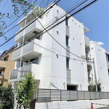 シンプルでオシャレな鉄筋コンクリートマンション。