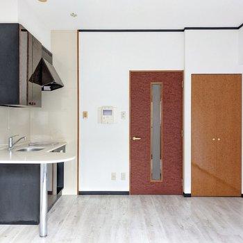 キッチンとクローゼットは手前側にあります。