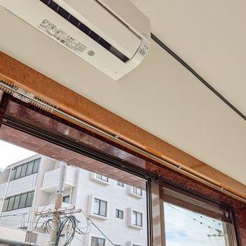 掃き出し窓の上にはカーテンボックスもついています。