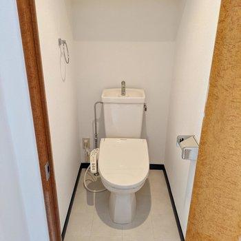トイレは居室近くにあります。ウォシュレットつきです。