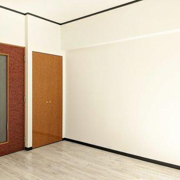 クローゼットは折戸タイプなので家具の配置に干渉することも少ないと思います。