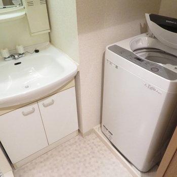 洗面脱衣所も完備(※写真は5階の同間取り別部屋のものです)