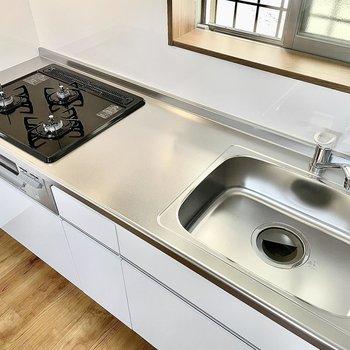 キッチンは、3口ガスコンロで料理の幅も広がりそう〜!