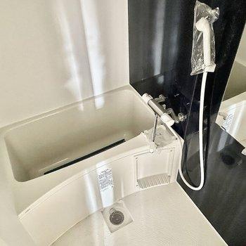 シンプルで使いやすそうな浴室。