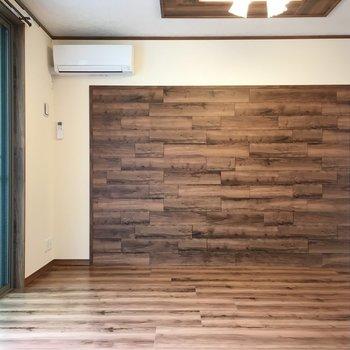 洋室からリビングを見るとこんな感じ。扉をオープンにしたら広々してますね(※写真は2階の同間取り別部屋のものです)