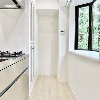 【DK】キッチンスペースの奥には冷蔵庫を置けますよ。