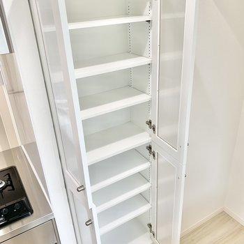 【DK】備え付けの食器棚。ぜひご活用ください!