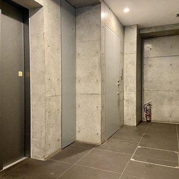 お部屋は1階の突き当たり。このフロアにはこちらのお部屋しかないので足音などもあまり気になりません。