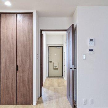 廊下側にも洋室がもう1部屋。