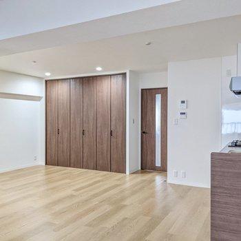 キッチンは壁付けなので家具の配置も考えやすいです。