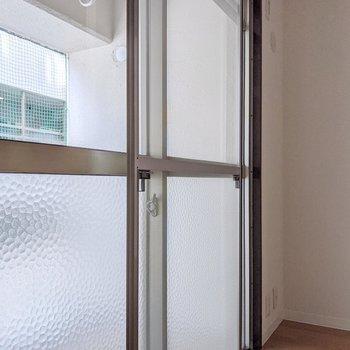 掃き出し窓の網戸は一番手前に。ちょっとしたレトロ感。