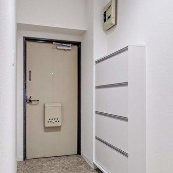 玄関もゆったりと。