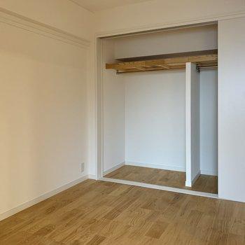 この6.4帖の洋室にも収納が ※写真は反転間取り別部屋のもの