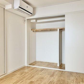 玄関側の6.4帖のお部屋にも収納が大きく確保されています