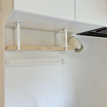 便利な吊り戸棚付き!