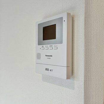 TVモニター付ドアホンなので防犯面も安心ですね。