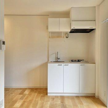 キッチンはお部屋の隅に設置されています。