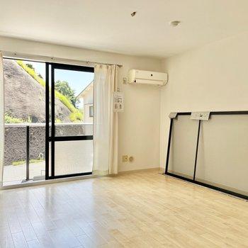 ぽってりとした空間がgood!大きめの家具でリラックスできますね。
