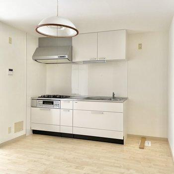 3口コンロのキッチンが嬉しい◯サイドには冷蔵庫を置きましょうか。