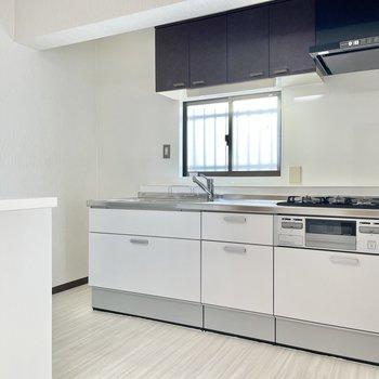 【LDK】キッチン周りは使いやすいスペース。