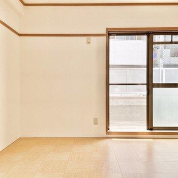 【洋室6帖】となりあわせの洋室は寝室におすすめです。