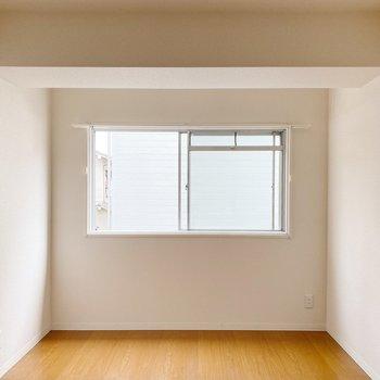 〈洋室6帖〉お隣は6帖の洋室。寝室にするのがオススメ。