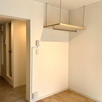コンパクトなお部屋ですが、収納もあります