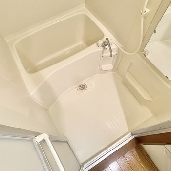 お風呂には壁面収納を作るといいかも。