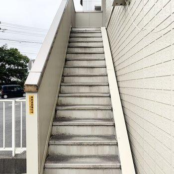 階段もある程度ゆとりがあり上り下りしやすいです。