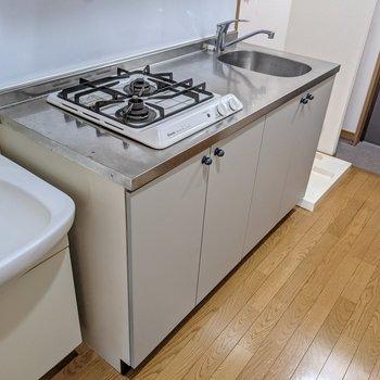 キッチンは2口コンロ。