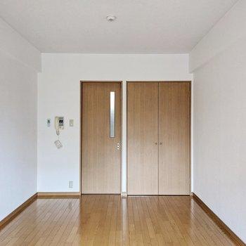 建具も床と同じ色味で統一。