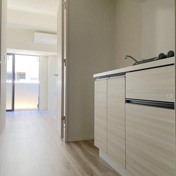 キッチン左側は冷蔵庫置き場。