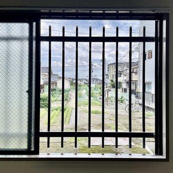 【DK】窓を開けるとご近所さんの畑が見えます。
