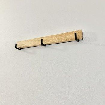 【イメージ】壁にはコートや鍵、ドライフラワーなどを掛けられるフックもあります。