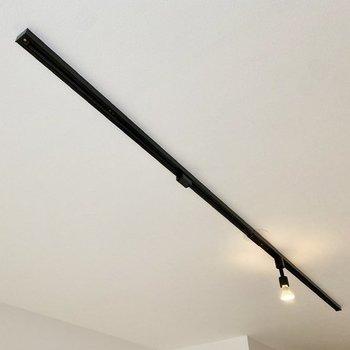 【イメージ】ライティングレールが天井に……!