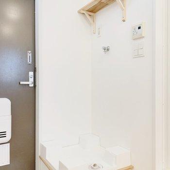 【イメージ】玄関横には洗濯パンを設置。