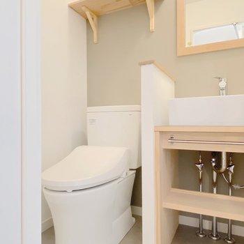 【イメージ】サニタリールームでは洗面台とトイレが仲良く並びます。