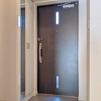 玄関はダブルロックです。