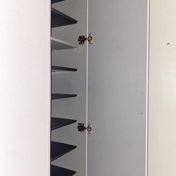 シューズBOXはスリムだけど高さがしっかりあってたっぷり収納できますよ。