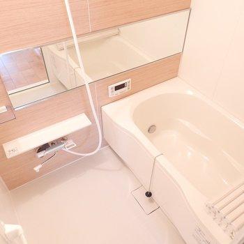 お風呂にゆっくり浸かりましょう※写真は別部屋