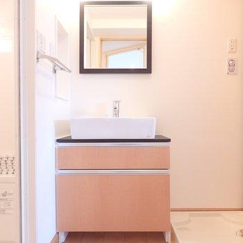 洗面台も素敵ですね・・!※写真は別部屋