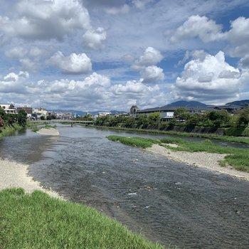秋晴れの鴨川に癒されてください。
