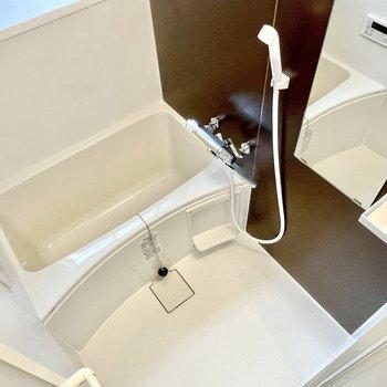 【1階】バスルームも新調してて、しっかりと追い焚き機能付き。