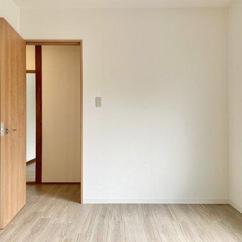 【2階 洋室5帖】こちらは5帖。でもやっぱり狭くは感じません。
